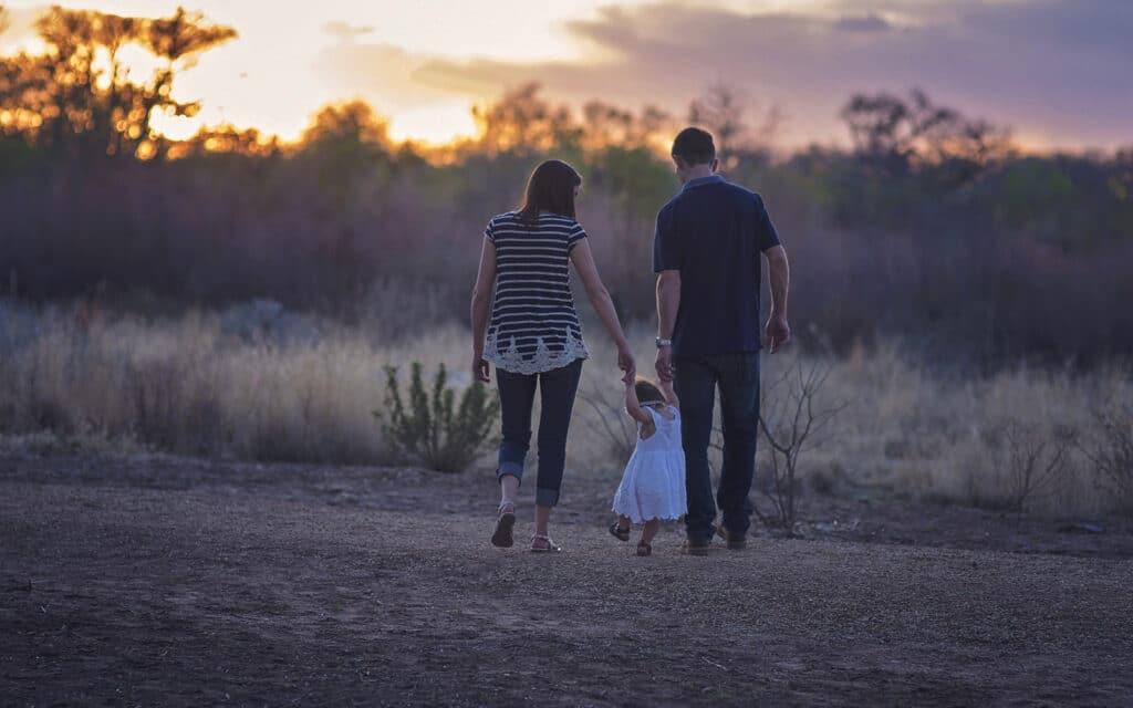Låt inte oro stoppa dig från att leva. Teckna försäkring innan något händer. Spara pengar tills det verkligen behövs. Skydda dig och ditt hem när du reser bort. Tänk efter före.